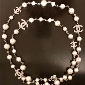 Chanel pearl necklace with Swarovski crystals